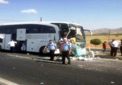 Yolcu otobüsü TIR'a arkadan çarptı: 1 yaralı