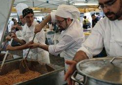 İtalya'da depremzedeler için spagettili dayanışma