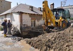 Yüksekova'da su arızaları giderilmeye devam ediliyor