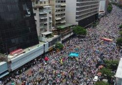 Venezuela'da yüzbinler sokaklarda