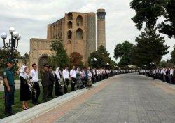Özbek lider Kerimov, toprağa verildi