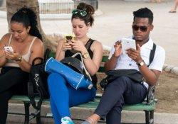 """""""Küba'da içinde 'demokrasi' geçen yazılı mesajlar engelleniyor"""""""