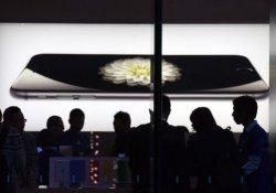 Apple iPhone 7 ve 7S modellerini tanıtıyor