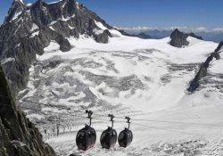 Fransız Alpleri'nde 45 kişi hâlâ mahsur