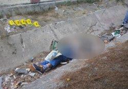 Parkta oynayan çocuklar ceset buldu