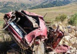 Araç hurdaya döndü: 3 ölü