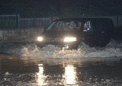 Denizl'de sağanak yağış çok sayıda evi su altında bıraktı