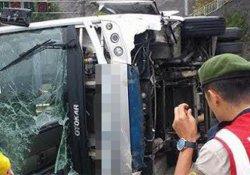 Yolcu otobüsü yan yattı: 24 yaralı