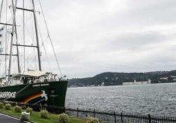 Greenpeace'in efsane gemisi İstanbul Boğazı'nda