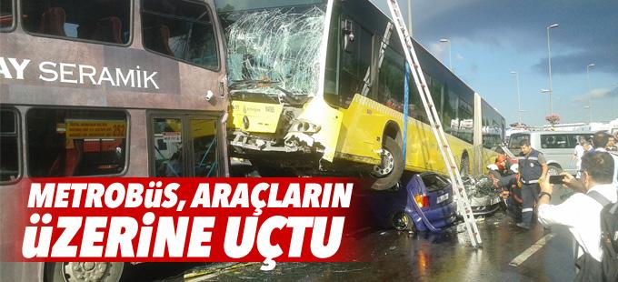 Kontrolden çıkan metrobüs, araçların üzerine uçtu