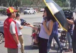 Şemsiye ve güneş gözlüğüyle röportaj yapan muhabir açığa alındı