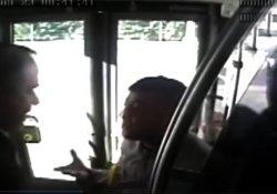 Metrobüste şoföre saldıran kişi tutuklandı