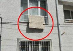 Evi iki kez silahlı saldırıya uğrayan kadın pankart astı: Yanlış adres!