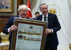 Cumhurbaşkanı Erdoğan'dan Johnson'a sürpriz hediye