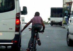 Trafikte bisikletle tehlikeli yolculuk