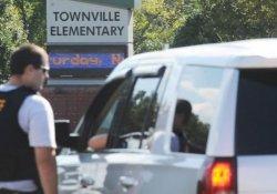 ABD'de bir genç babasını öldürüp okula saldırdı