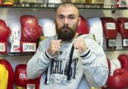 Hayatında ilk kez yenilen İskoç boksör öldü
