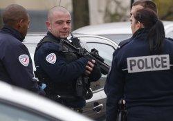 Paris'te polise molotofkokteyli saldırı