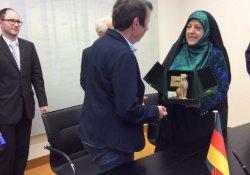 Kadın bakanı erkek zanneden İran basını, ülkeyi ayağa kaldırdı