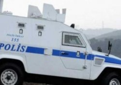 Çukurca'da zırhlı polis aracı devrildi: 3 polis yaralı