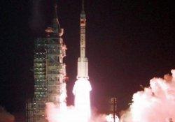 Shenzhou 11, iki Çinli astronotla uzaya fırlatıldı