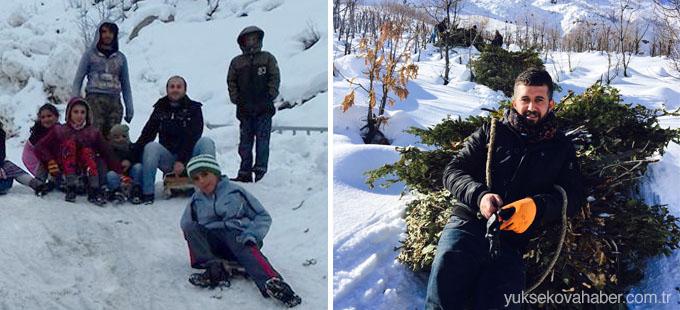 Yüksekova: Öğretmenler köy sakinleriyle dağlardan kızakla ot taşıyor