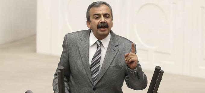 Sırrı Süreyya Önder: Oyunu göstere göstere kullanmak ergene yakışır