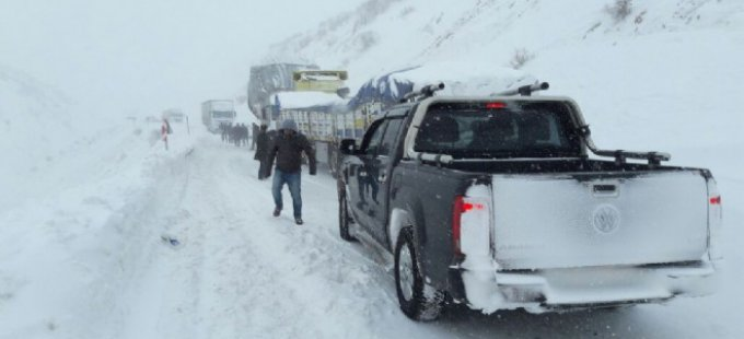 Şemdinli-Derecik karayolu ulaşıma kapandı