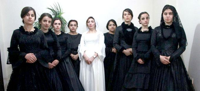 'Bernarda Alba'nın Evi' Van'da Kürtçe sahnelenecek