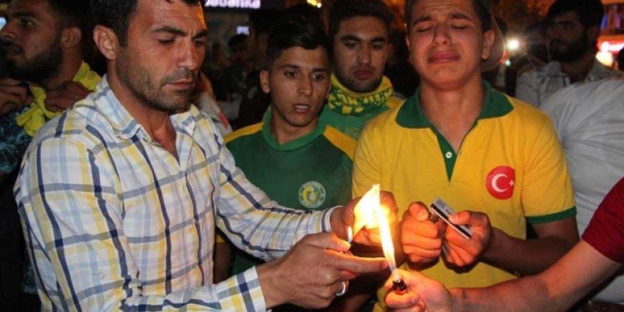 Küme düşen Urfaspor taraftarları Passolig'leri yaktı