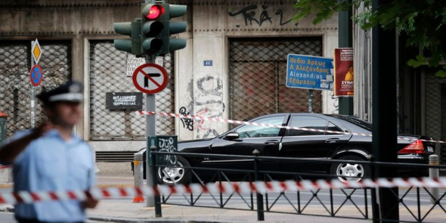 Eski Yunanistan Başbakanı Papadimosa'a saldırı