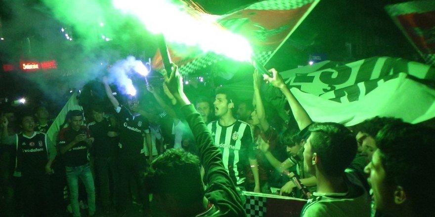 Beşiktaş'ın şampiyonluğu Hakkari'de böyle kutlandı