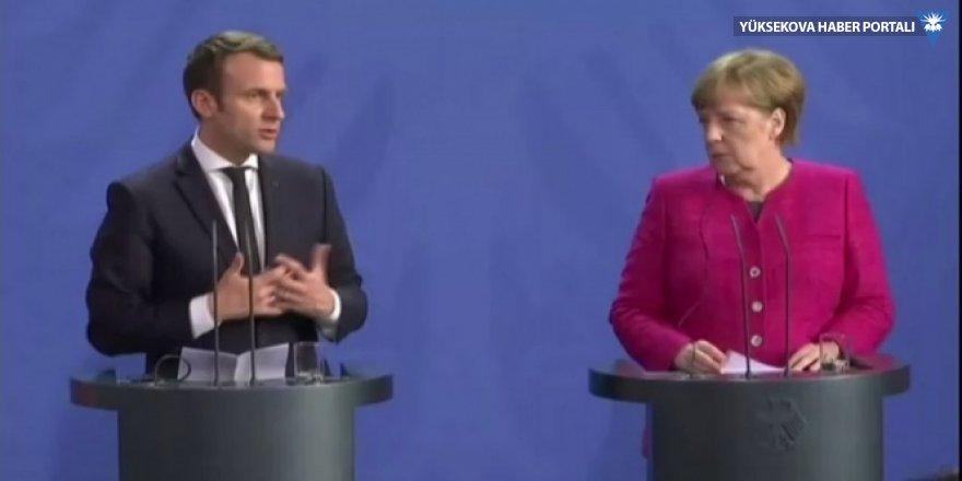 Macron ve Merkel, Brüksel'de bir araya geldi
