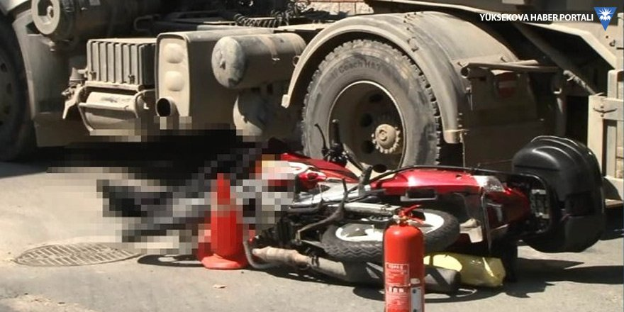Hafriyat kamyonu motosikletliyi ezdi