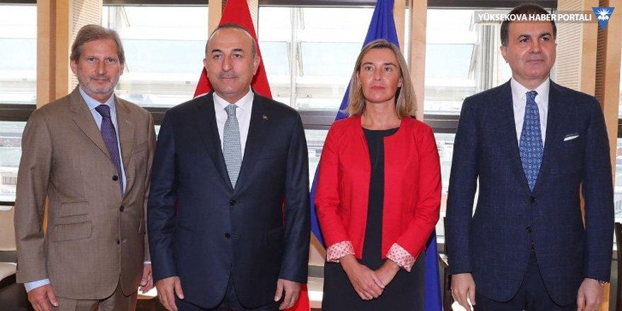 Çavuşoğlu: Son dönemde moda, gazetecileri ajan olarak kullanmak