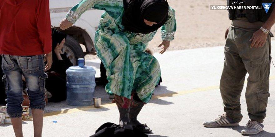 IŞİD'den kurtulunca çarşafı ezdi