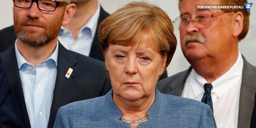 Merkel'den Türkiye'ye 'karışık' mesajlar
