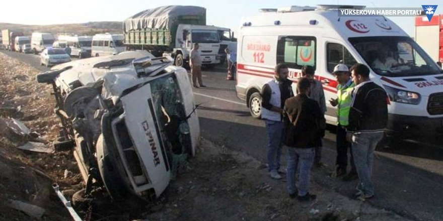 Urfa'da işçi servisi devrildi, 14 işçi yaralandı