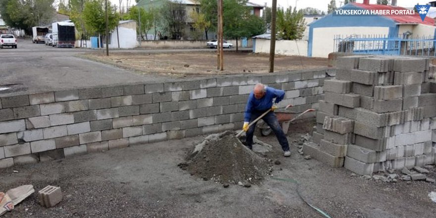 'Tapulu malımız' diyerek yola duvar ördü