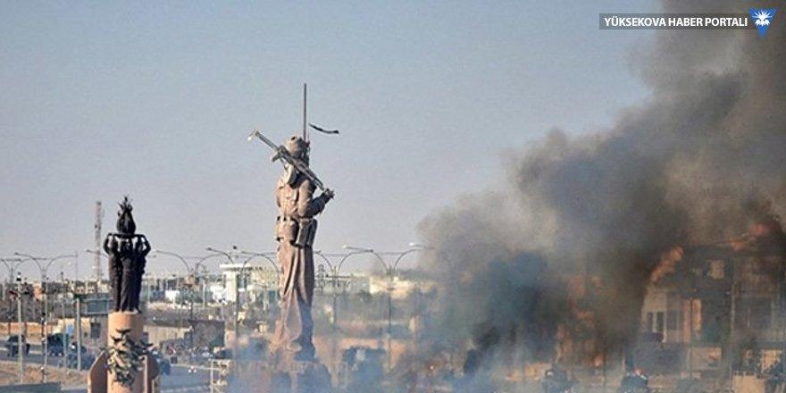 Irak ordusu ve Haşdi Şabi Peşmerge heykeli etrafında kutlama yaptı