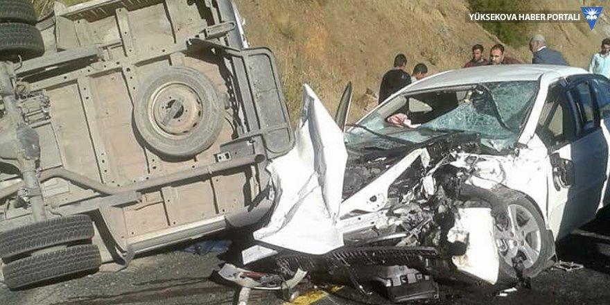 Bitlis'te öğrenci servisiyle otomobil çarpıştı: 1 ölü, 22 yaralı