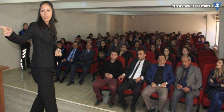 Hakkari'de çocuk istismarı konferans düzenlendi