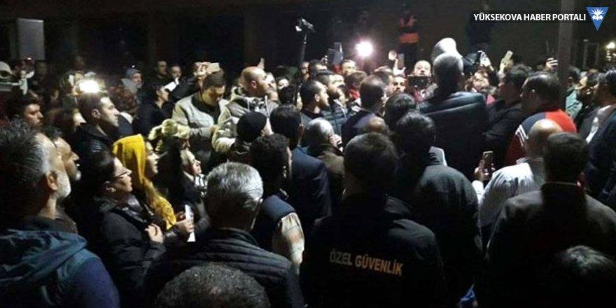 Ankara Büyükşehir Belediyesi önünde protesto