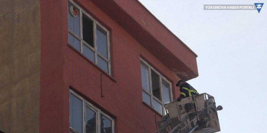 Hakkari'de 6 katlı binada korkutan yangın
