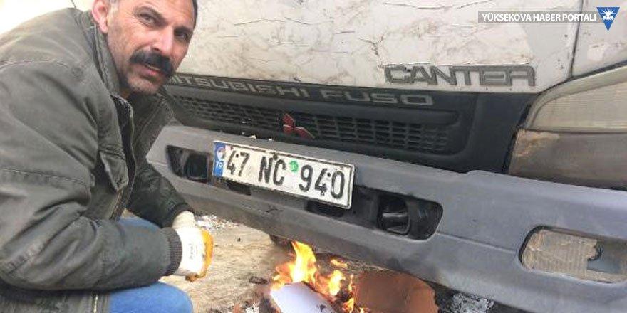 Yüksekova'da araçların yakıt depoları dondu