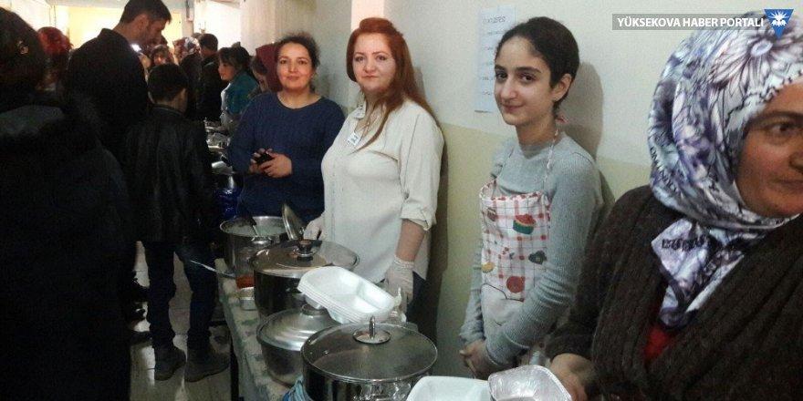 Hakkari'de dar gelirli öğrenciler yararına kermes