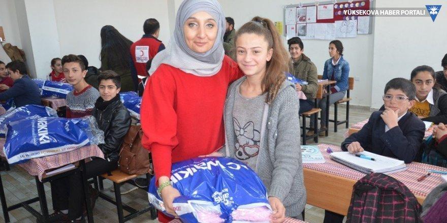 Yüksekova'da bin 600 öğrenciye yardım