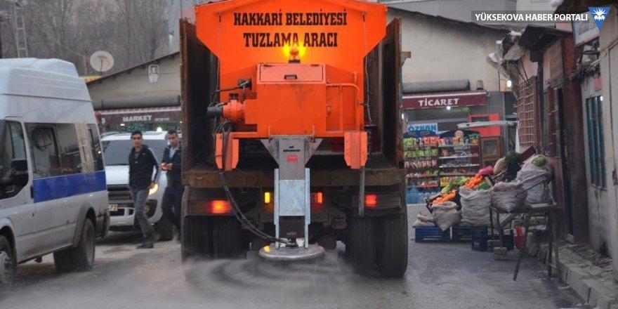 Hakkari Belediyesi tuz serpme aracı aldı