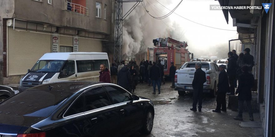 Yüksekova'da kayakçılara ait depoda yangın çıktı