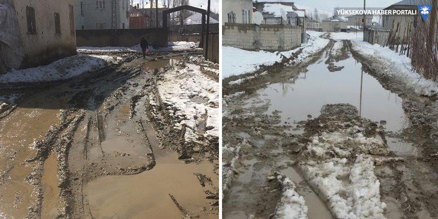 Yüksekova'da yollar çamur deryası
